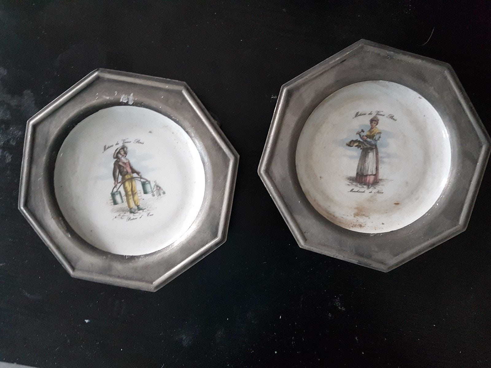 Ancien Lot De 2 Assiettes Decoratives En Porcelaine Apilco France