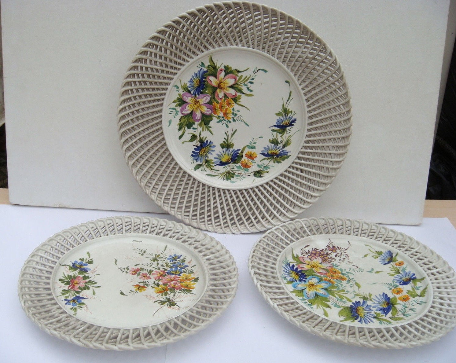 Lot 3 Assiettes Murales Decoratives P T Nove Dentelees Fleur